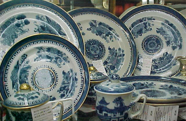Blue Fitzhugh c.1800 blue and white dinnerware : blue and white plates antiques - Pezcame.Com