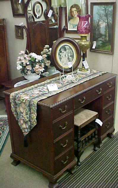 Early American Mahogany Princess Dresser From Sligh Furniture, Grand Rapids,  MI.