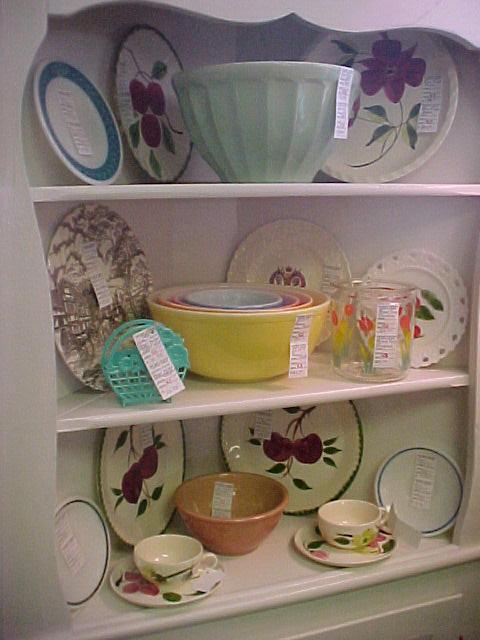 kitchencollectiblesspace43starcentermallvintageantiqueslin kitchen collectables cravendale egg cup pale blue amp white
