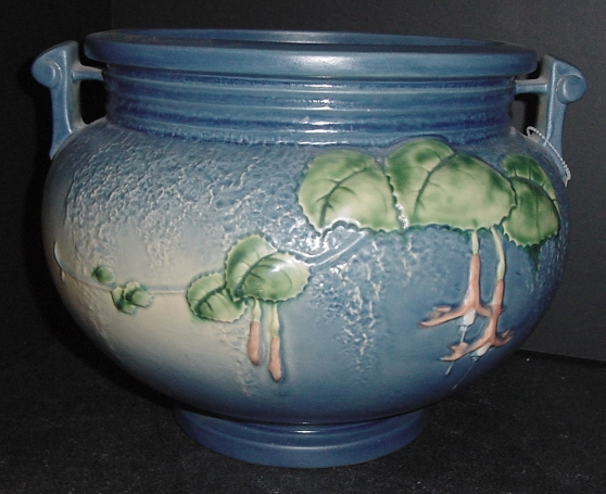 Roseville Pottery At Star Center Antique Mall Page 1